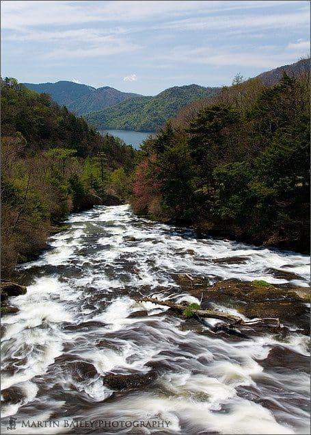 Ryuuzu Falls Flow to Chuuzenji Lake