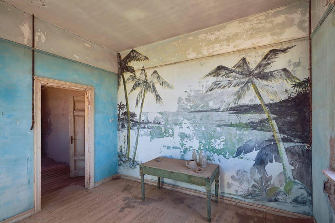 Elizabeth Bay Palm Tree Mural
