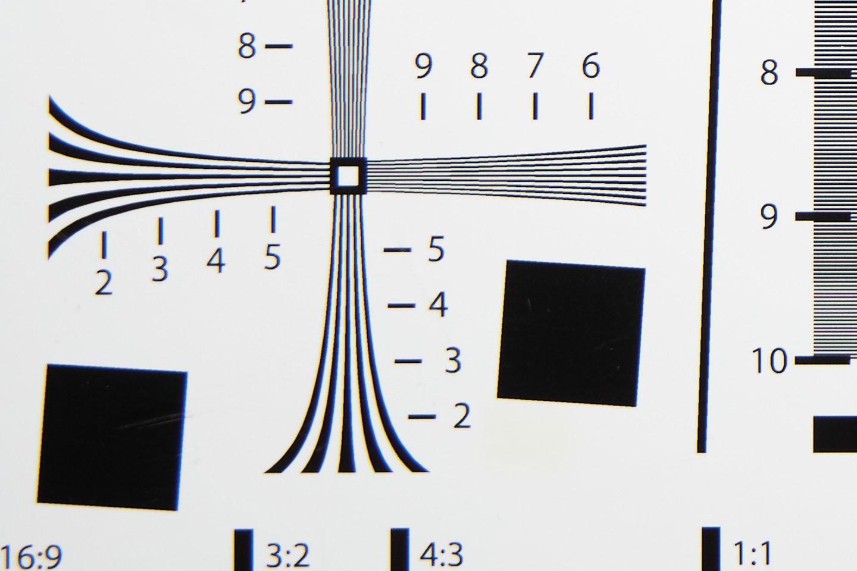RF24-105mm @ 50mm f/5.6 Corner