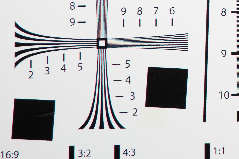 RF24-105mm @ 105mm f/5.6 Corner
